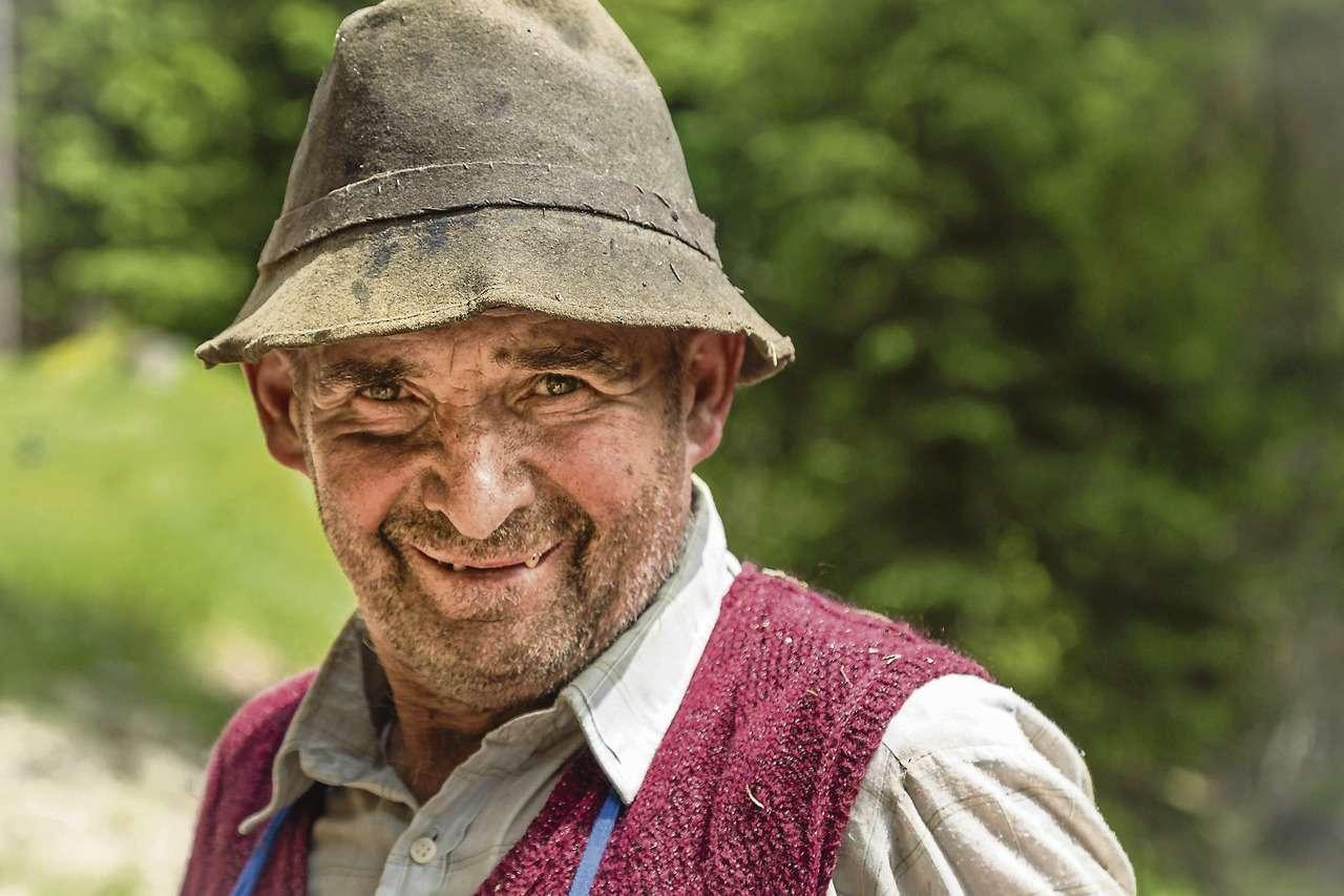 Mit dieser schlichen aber ausdrucksvollen Aufnahme eines Tiroler Waldarbeiters gewann Irene Dreyer aus Hassel den Fotowettbewerb.