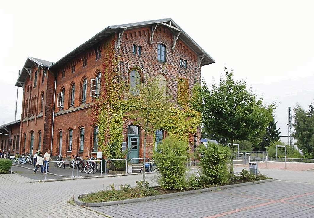 Der Scheeßeler Bahnhof: Den Pendlern nach Hamburg bleiben fürs Erste nur die vergünstigten Fahrkarten.