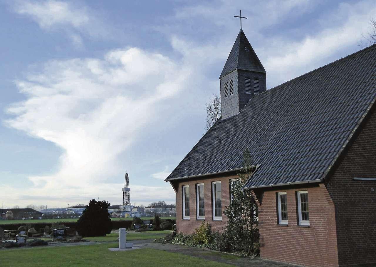 Beten und Bohren liegen in Schülingen dicht beienander. Der Kreuzweg legt an der Kapelle vor Ort einen Zwischenstopp ein.