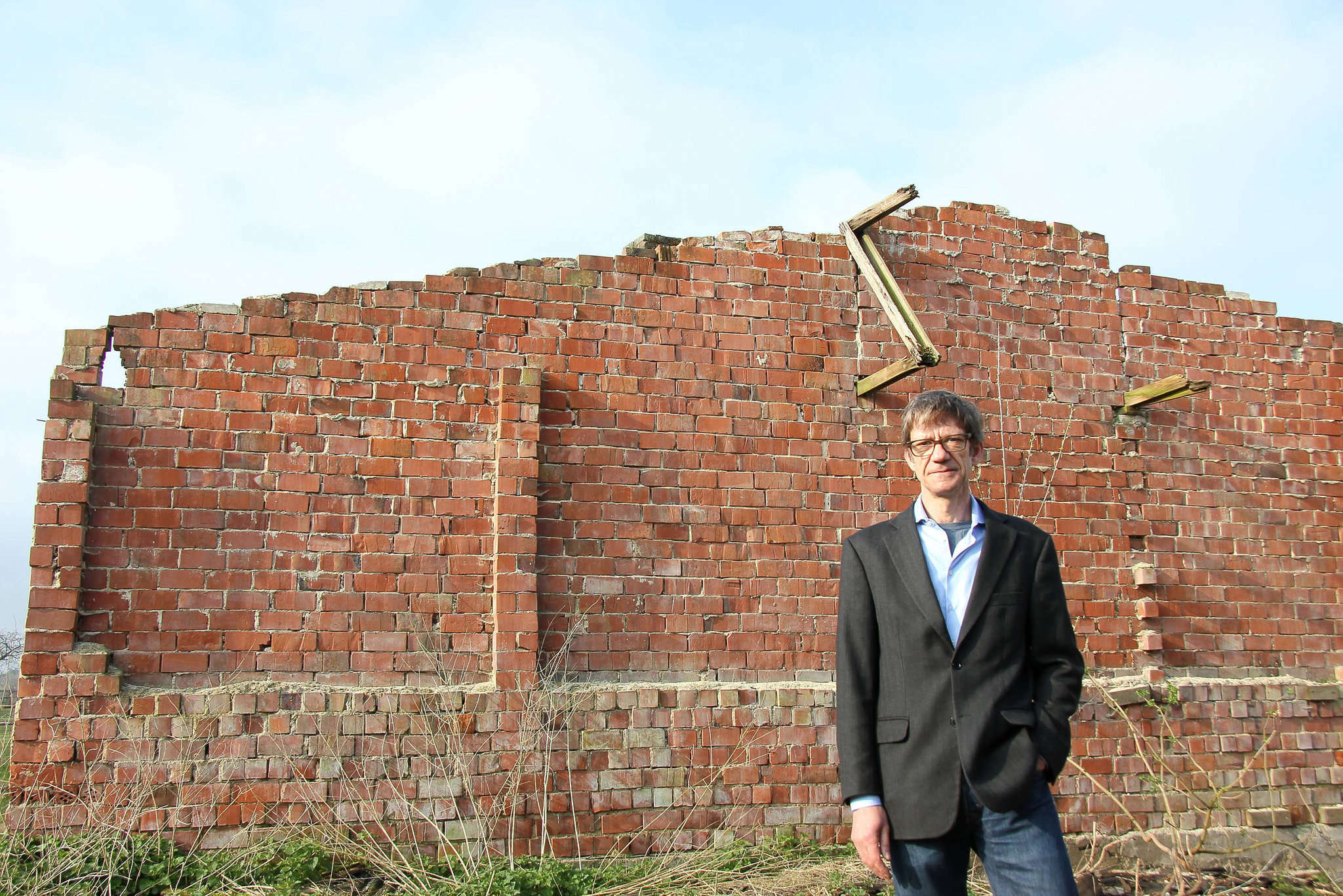 Andreas Ehresmann in einer der alten Barracken: