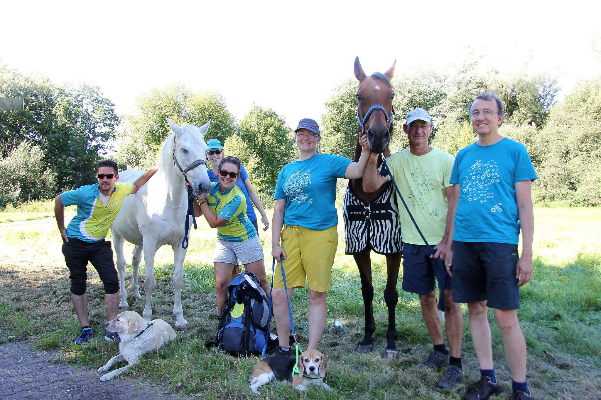 Die Teilnehmer der Mut-Tour werben für mehr Toleranz. Foto: Nina Baucke
