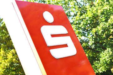 Kreistagsmitglieder kritisieren SparkassenPläne