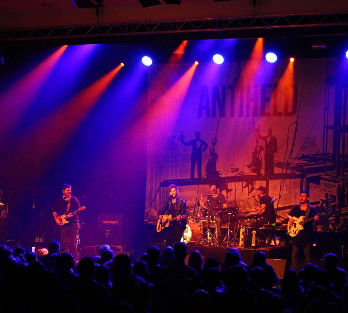 Die Band Antiheld steht, nachdem sie im vergangenen Jahr spontan eingesprungen war, erneut auf der Verdener Bühne.