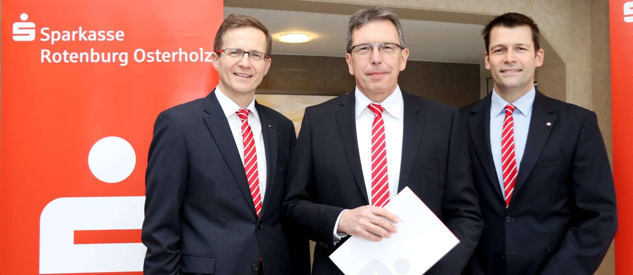 Stefan Kalt (von links), Ulrich Messerschmidt und Vorstandsmitglied Thorben Prenntzell sind mit dem ersten Jahr nach der Fusion zufrieden. Foto: Nina Baucke