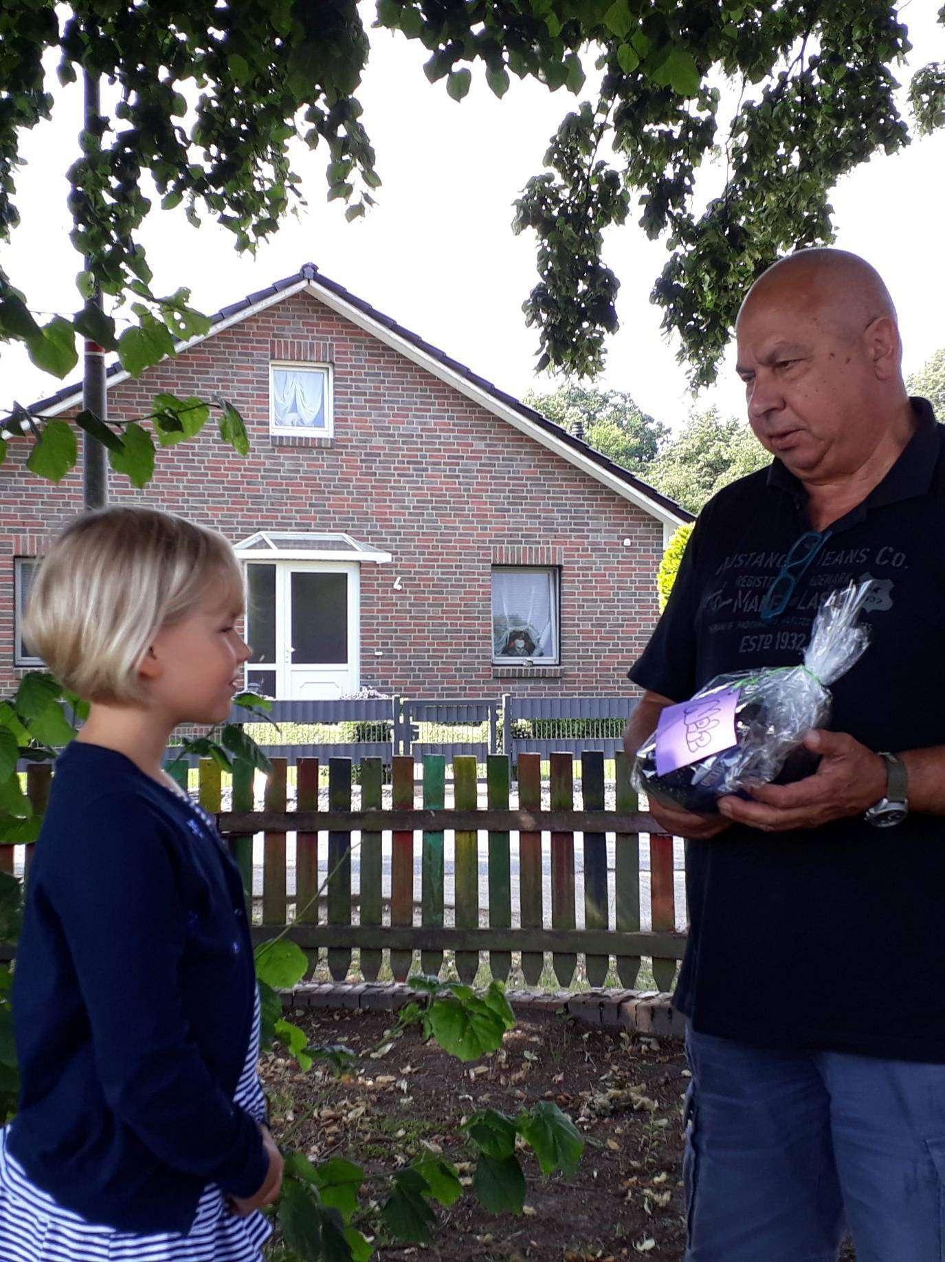 Hans-Joachim Schoft überreichte Nele Henke ihren Preis.