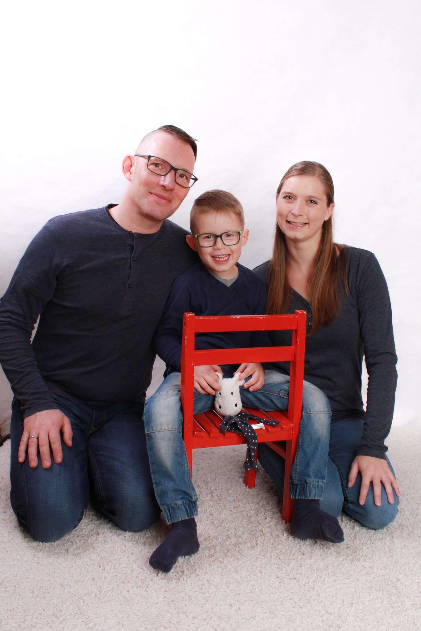 Ein Foto aus glücklichen Tagen: Benjamin und Ina Jehl mit ihrem Sohn Tilo sowie Schnuffeltuch Nils.