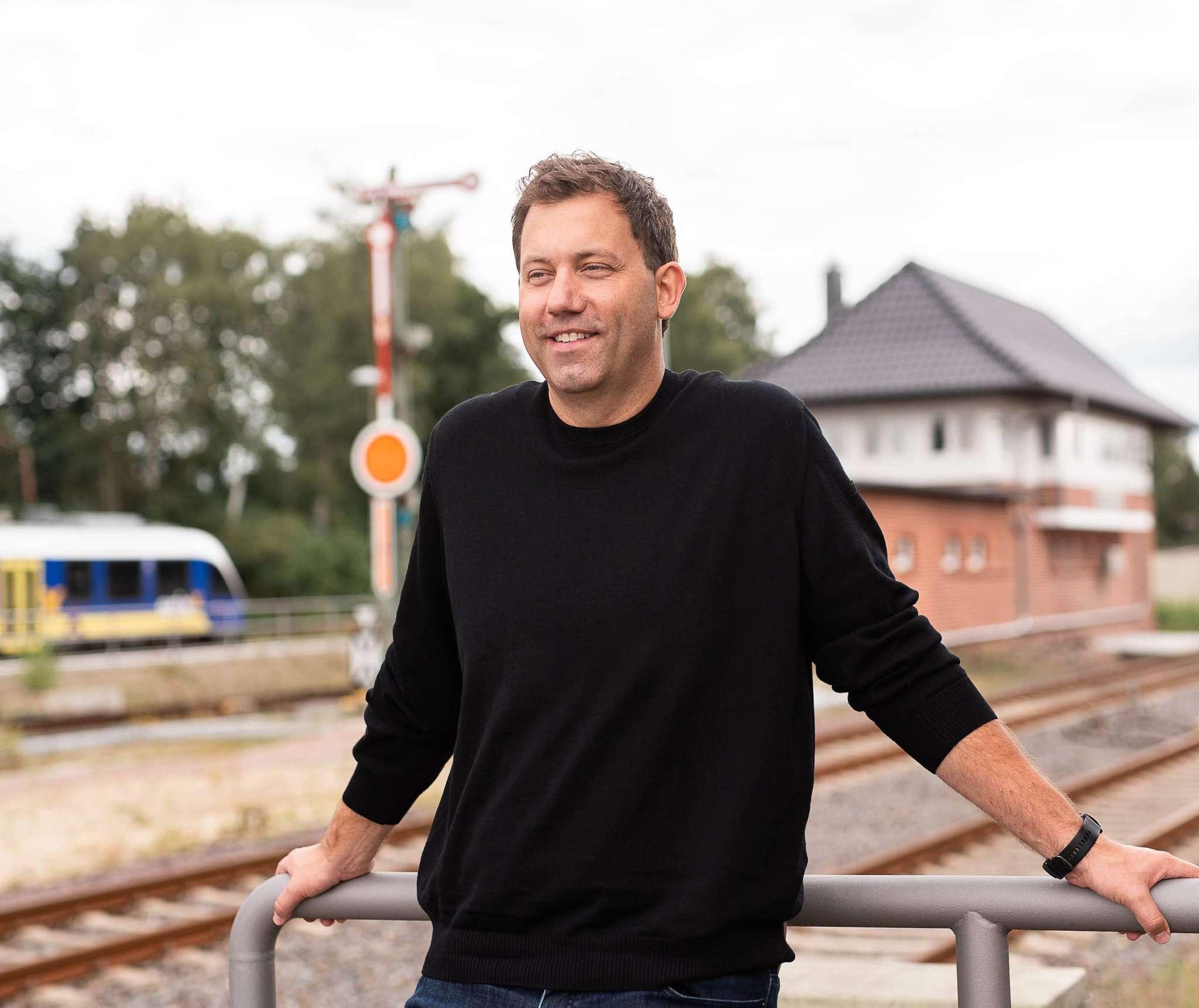 Auch der SPD-Generalsekretär Lars Klingbeil verbringt derzeit die meiste Zeit im Homeoffice. In dieser Woche war er in Rotenburg unterwegs.