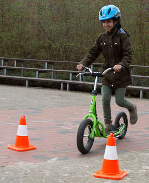 Verkehrserziehung mit Rollern an der Botheler Schule
