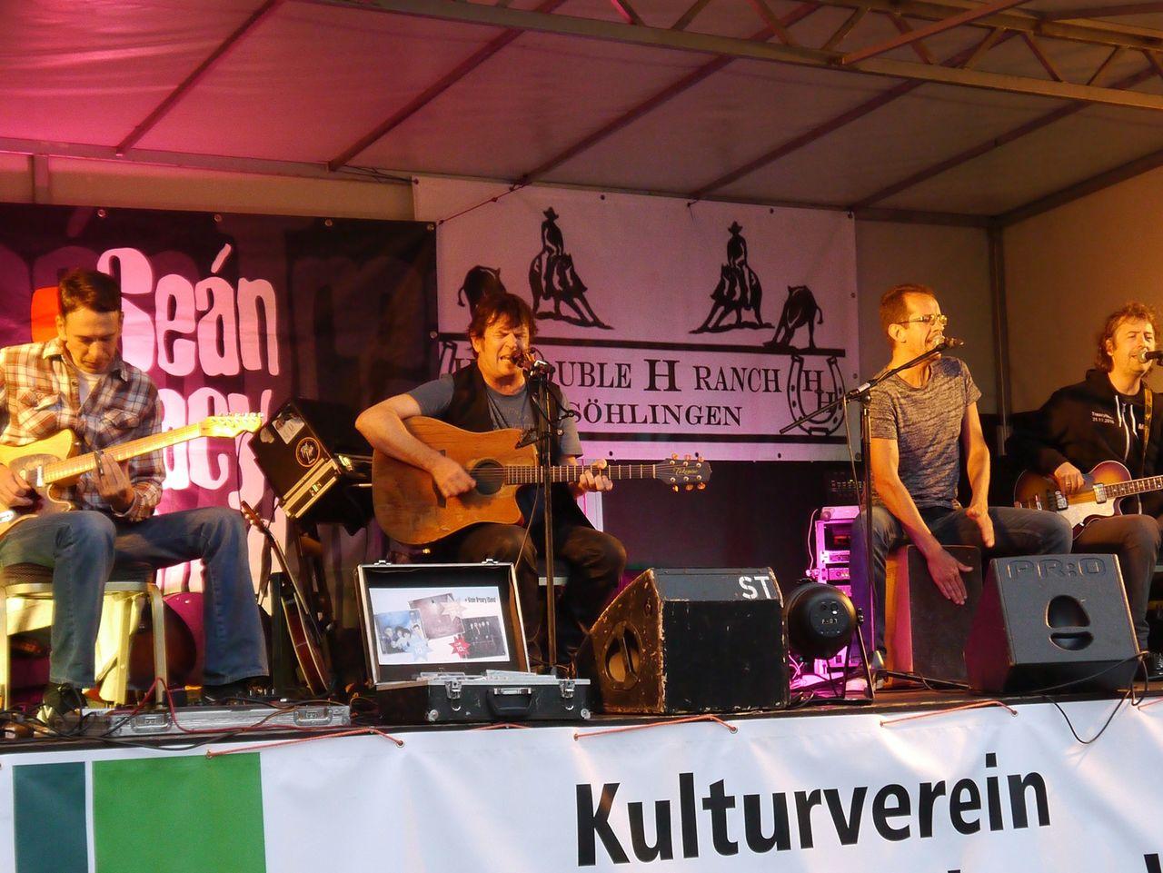 Die Musiker zeigten mit Rock-, Pop- und Folkmusik ihr Können. Fotos: Janila Dierks