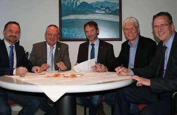 Bürgermeister unterzeichnen Forderungen an Ministerpräsident