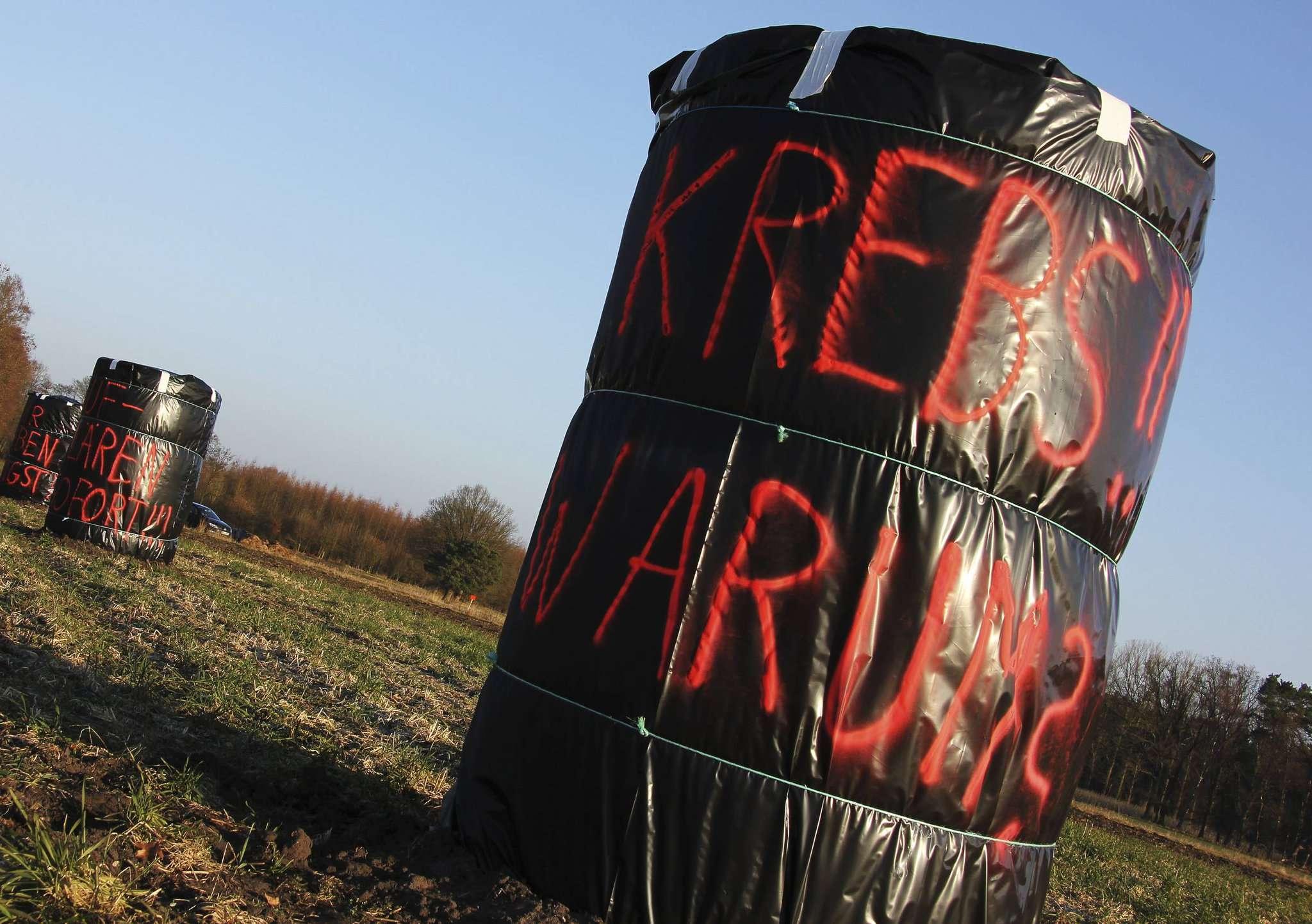 Protestaktion vor dem Exxon-Betriebsplatz in Bellen: Die Rotenburger Ärzte fordern ein Fracking Moratorium.