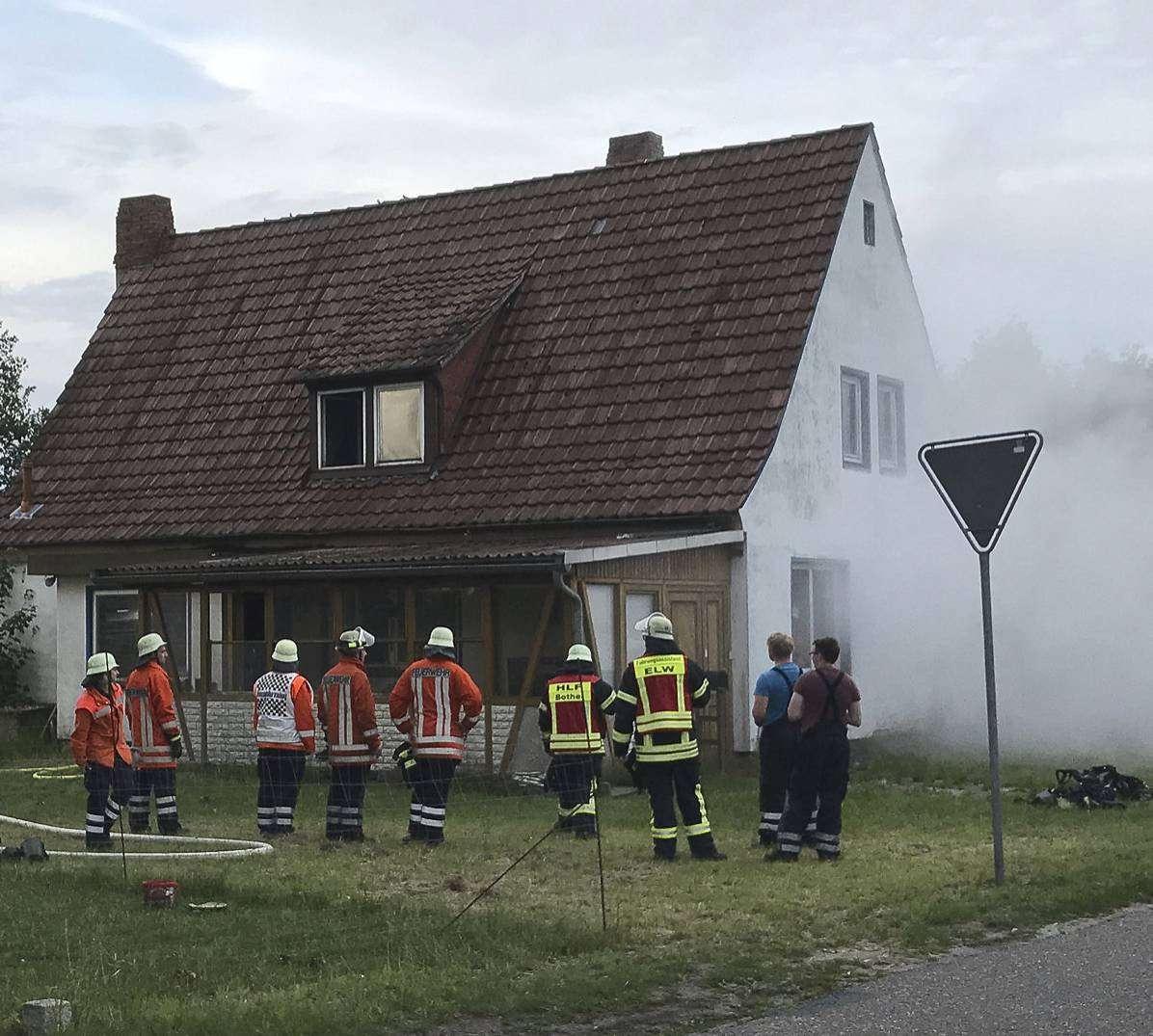 Übung der Botheler Feuerwehr: Ortsbrandmeister Oliver Große lobt die Einsatzbereitschaft.