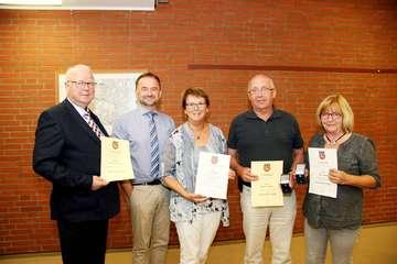Urkunden für aktive und ehemalige Ratsmitglieder