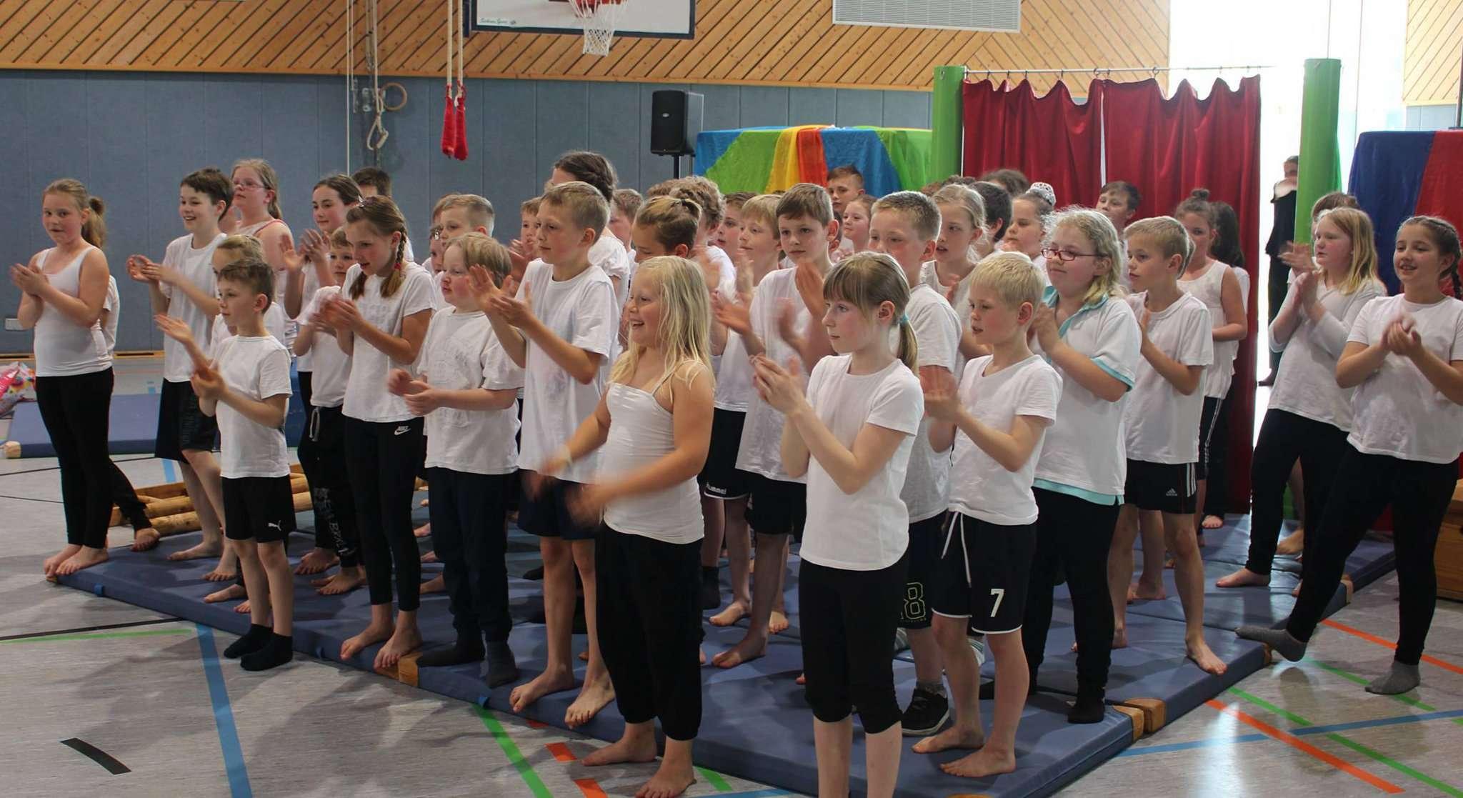Die kleinen Artisten begeisterten mit ihrem großen Auftritt. Foto: Henning Leeske