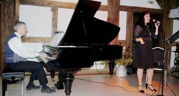 Esther Lorenz singt im Hemslinger Brockwischenhus Gershwin  Von Janila Dierks