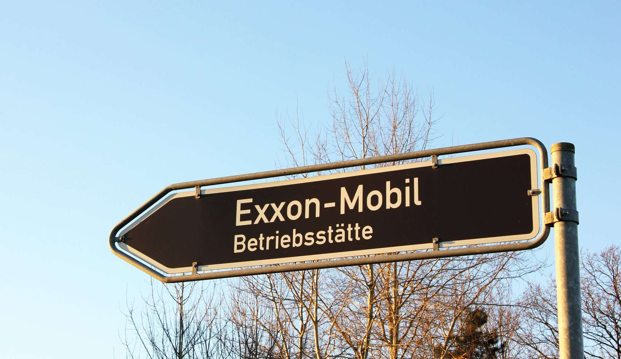 Auf dem Gelände des Exxon-Mobil-Betriebsplatzes in Bellen soll eine Reststoffbehandlungsanlage entstehen. Das Landesbergamt hat nun den Sofortvollzug des umstrittenen Projekts genehmigt. Archivfoto: Nina Baucke