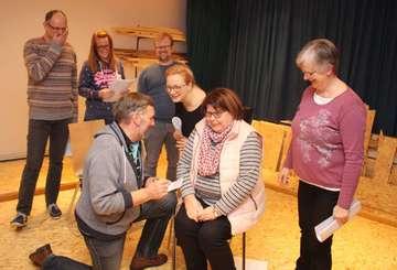 Theatergruppe Hemsbünde probt für Premiere Anfang März  Von Henning Leeske