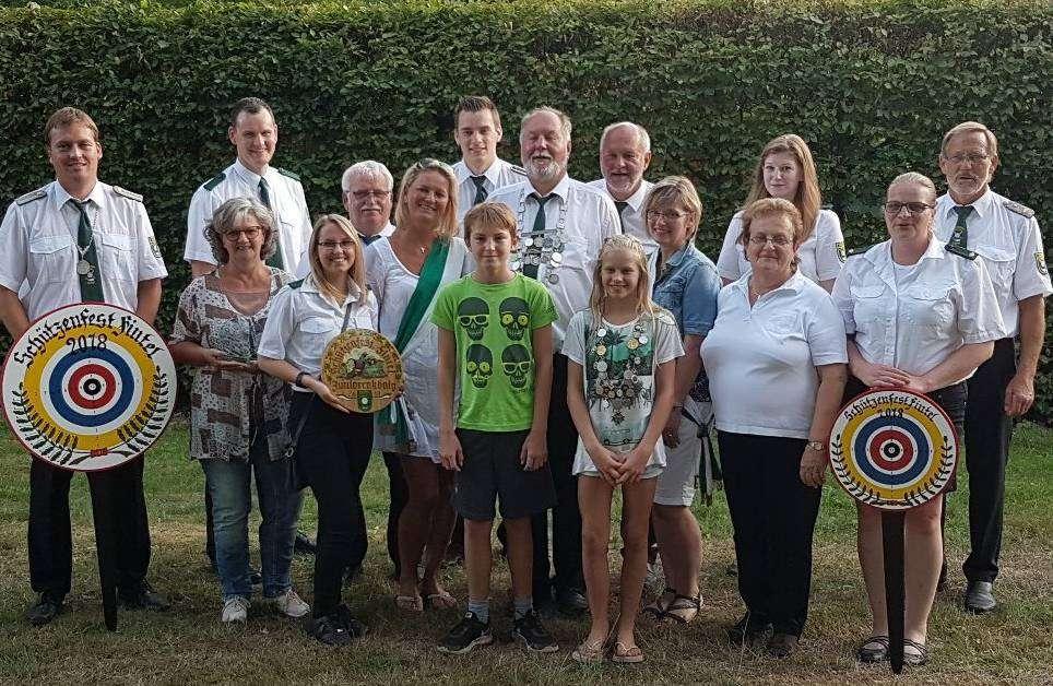 Die aktuelle Königsfamilie des Schützenvereins Fintel. Foto: Norbert Gruszczynski