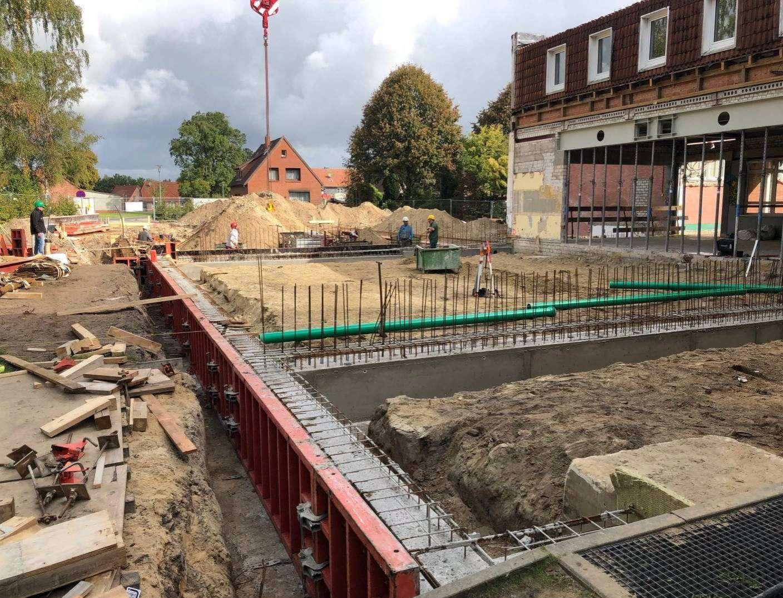 Die Arbeiten an den Neu- und Anbauten an der Botheler Wiedauschule schreiten voran. Foto: Henning Leeske