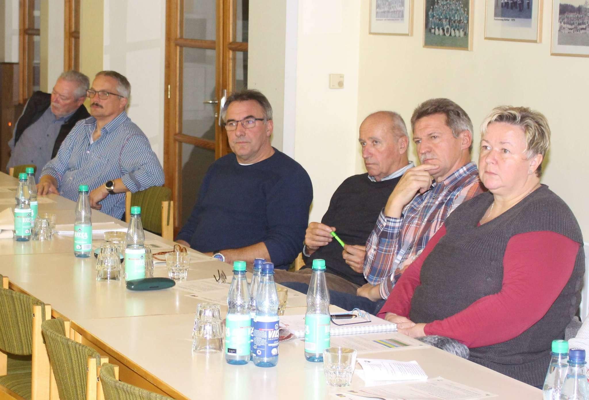 Die Botheler diskutierten über die möglichen Projekte, die im Rahmen der Dorfregion Wiedau-Walsede umgesetzt werden könnten. Fotos: Henning Leeske