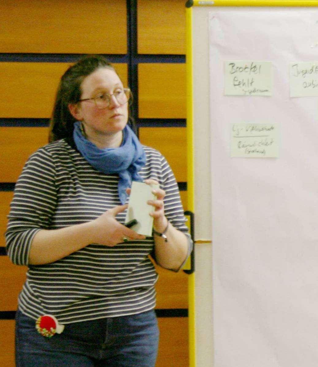 Katharina Brüntgens beim Sammeln von Projektideen der Jugendlichen. Foto: Lara Wachtmann