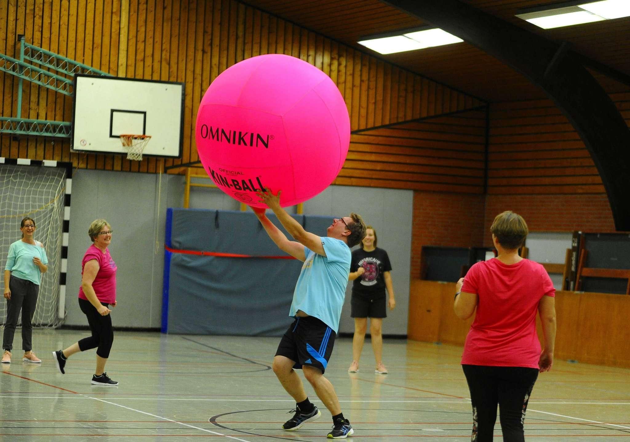 Kinball erobert den TuS Kirchwalsede. Foto: Tobias Woelki