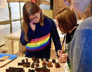 Scheeßeler Schülerinnen üben traditionsreiches Handwerk