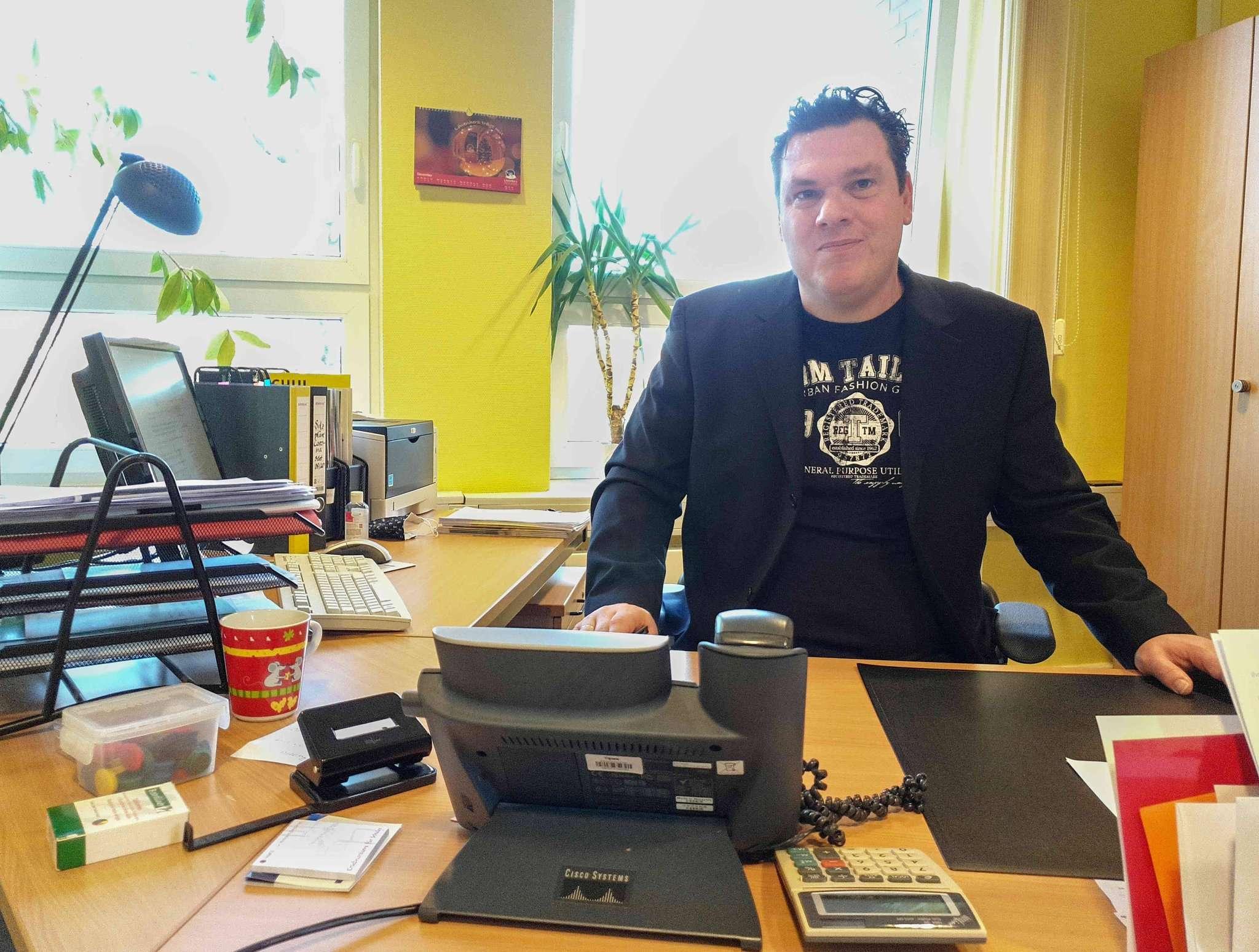 Maico Tijink ist neuer Leiter der Wiedau-Schule. Foto: Tobias Woelki
