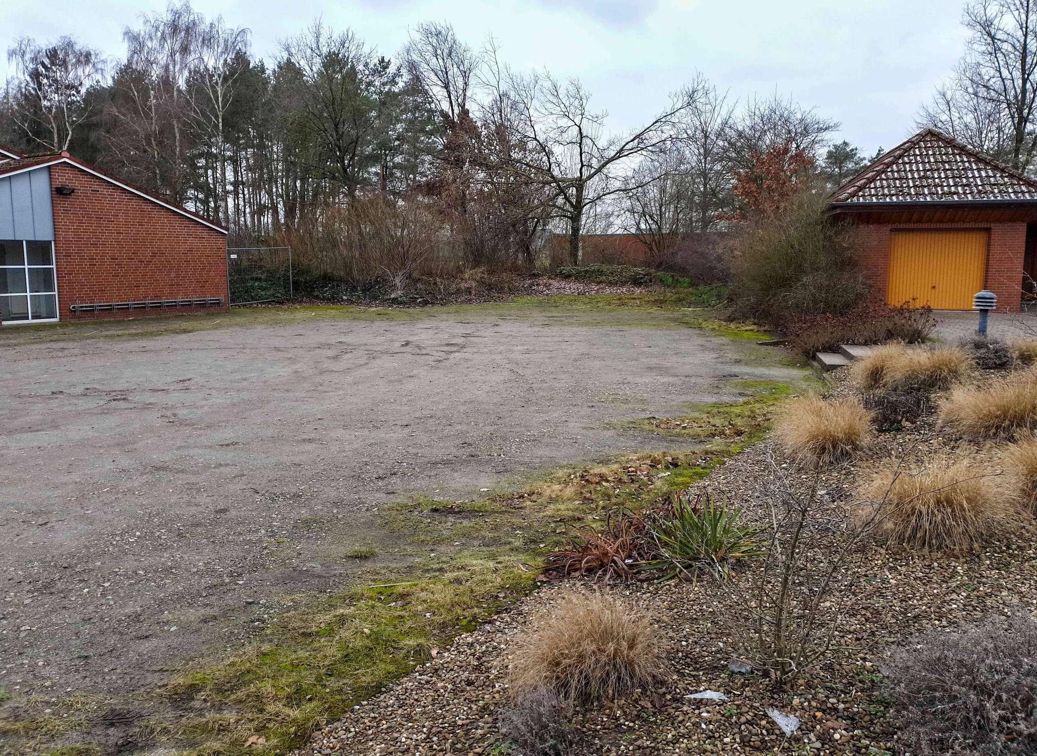Der Parkplatz wird gepflastert und im rückwärtigen Bereich in Richtung Schießstand verlängert. Foto: Tobias Woelki