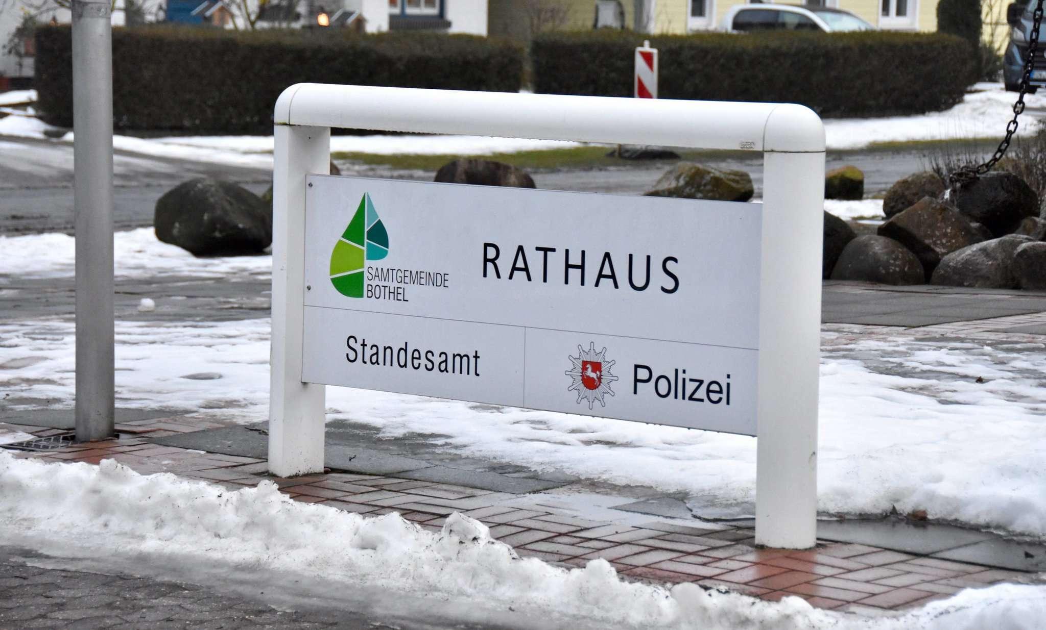 Das Rathaus wird von Mitarbeitern, aber auch von den Bürgern, aufgesucht u2013 und alle wollen in der Nähe parken. Foto: Judith Tausendfreund
