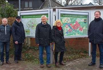 Einweihung der neuen Infokästen vor dem Rathaus der Samtgemeinde Fintel