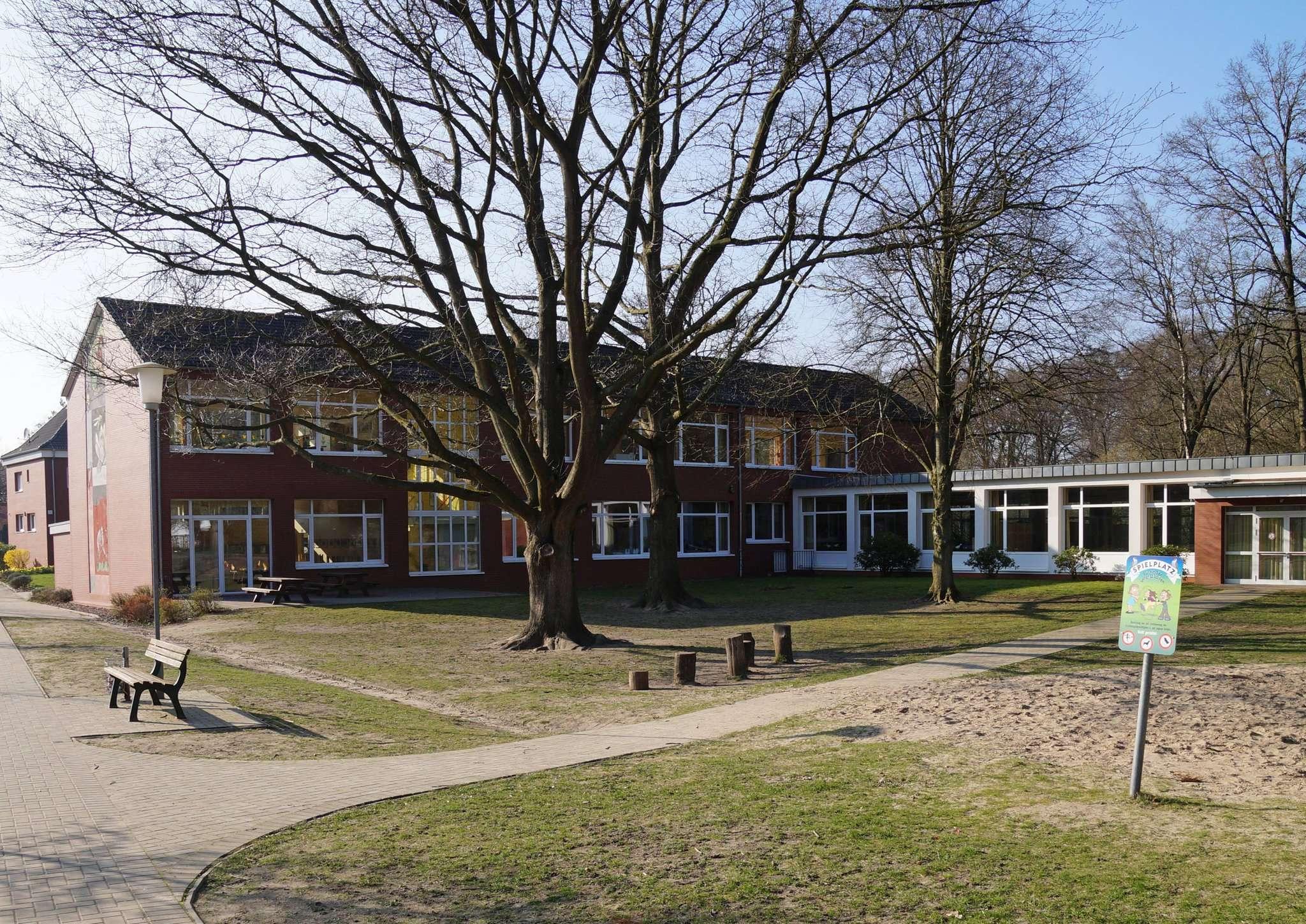 Es ist beschlossene Sache: Die Grundschule an der Wümme bleibt am bestehenden Standort und wird erweitert. Fotos: Hans-Jörg Werth