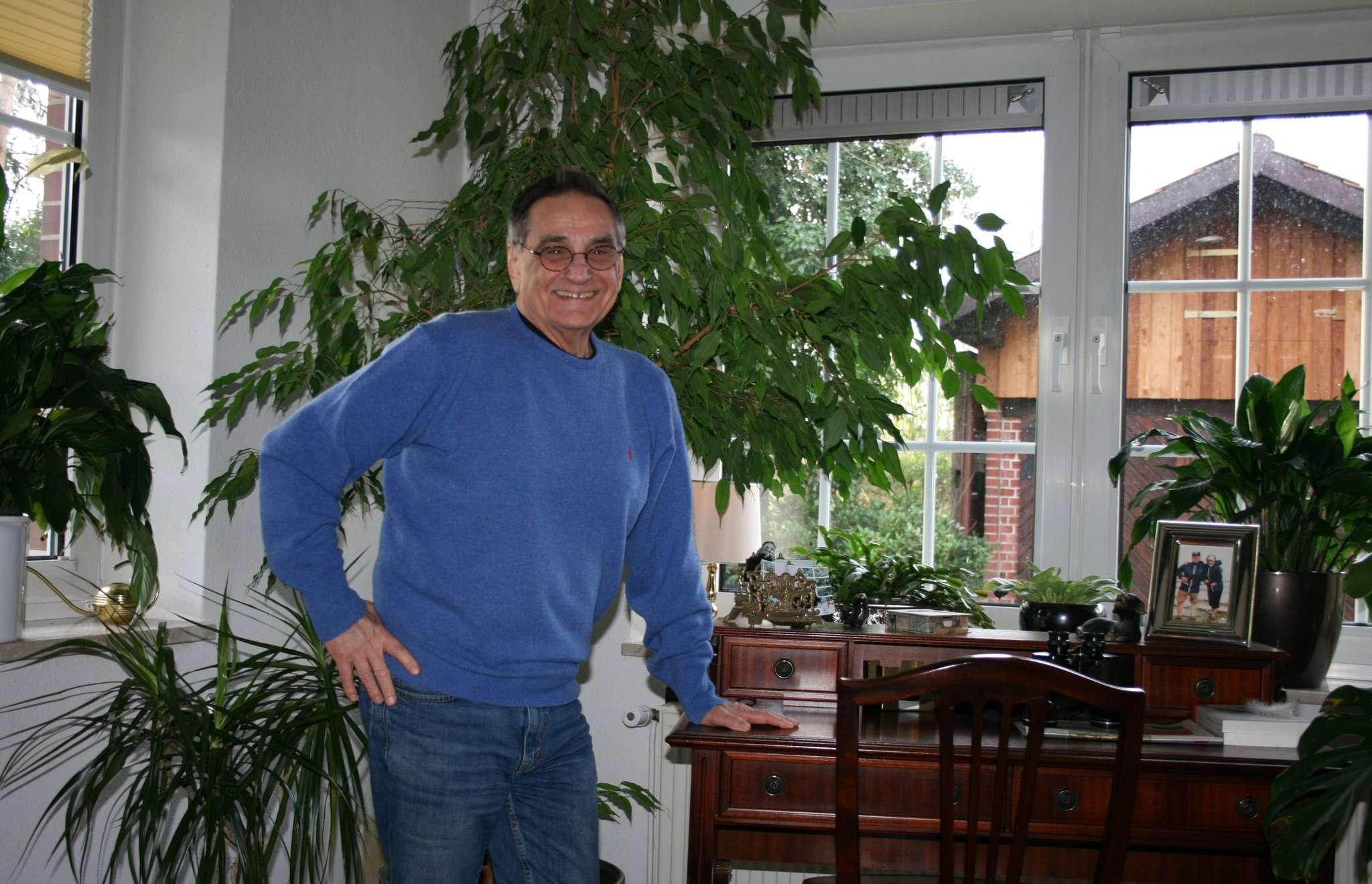 Hans-Jürgen Schnellrieder, Vorsitzender des Bürgerbusvereins, sieht einer Mobilitätswende in Fintel optimistisch entgegen. Foto: Jens Lou00ebs