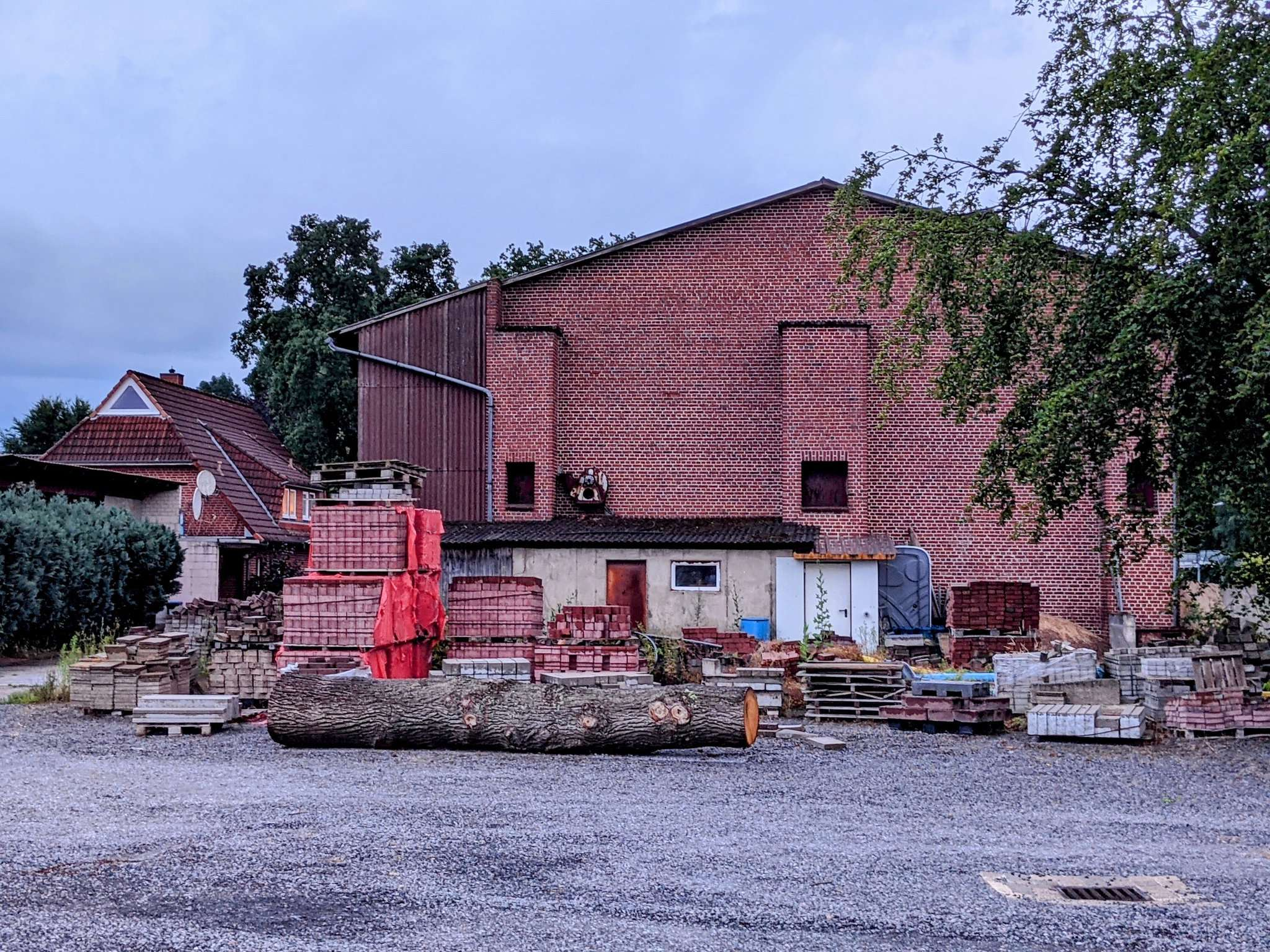 Für den Finteler Bauhof wäre ein neues Dach vonnöten. Bisher ist die Sanierung am Geld gescheitert.