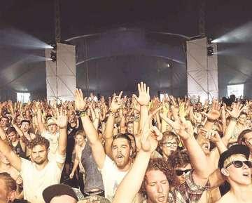 Unwetter beim Festival  Kein Blitzeinschlag auf dem Gelände  Von Joris Ujen