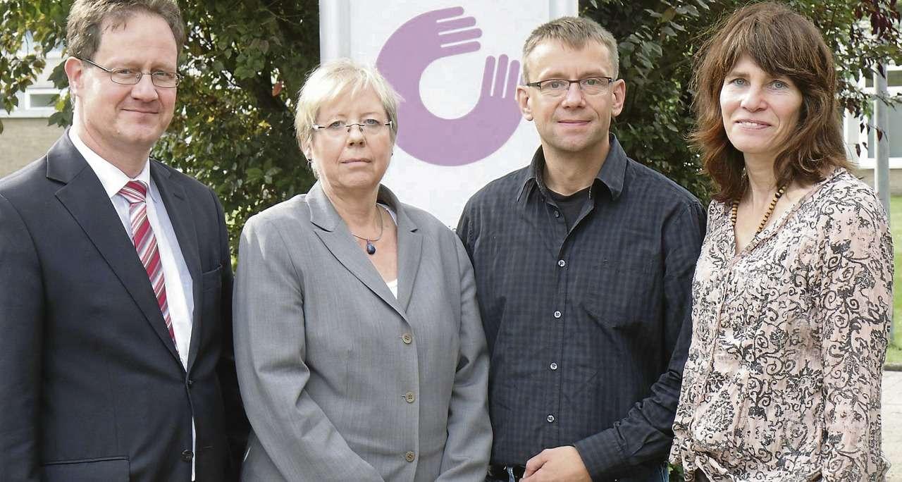 Wollen die Geschichte aufarbeiten: Thorsten Tillner (Vorstand Finanzen), Vorstandsvorsitzende Jutta Wendland-Park, Dr. Karsten Wilke und Doktorandin Sylvia Wagner.