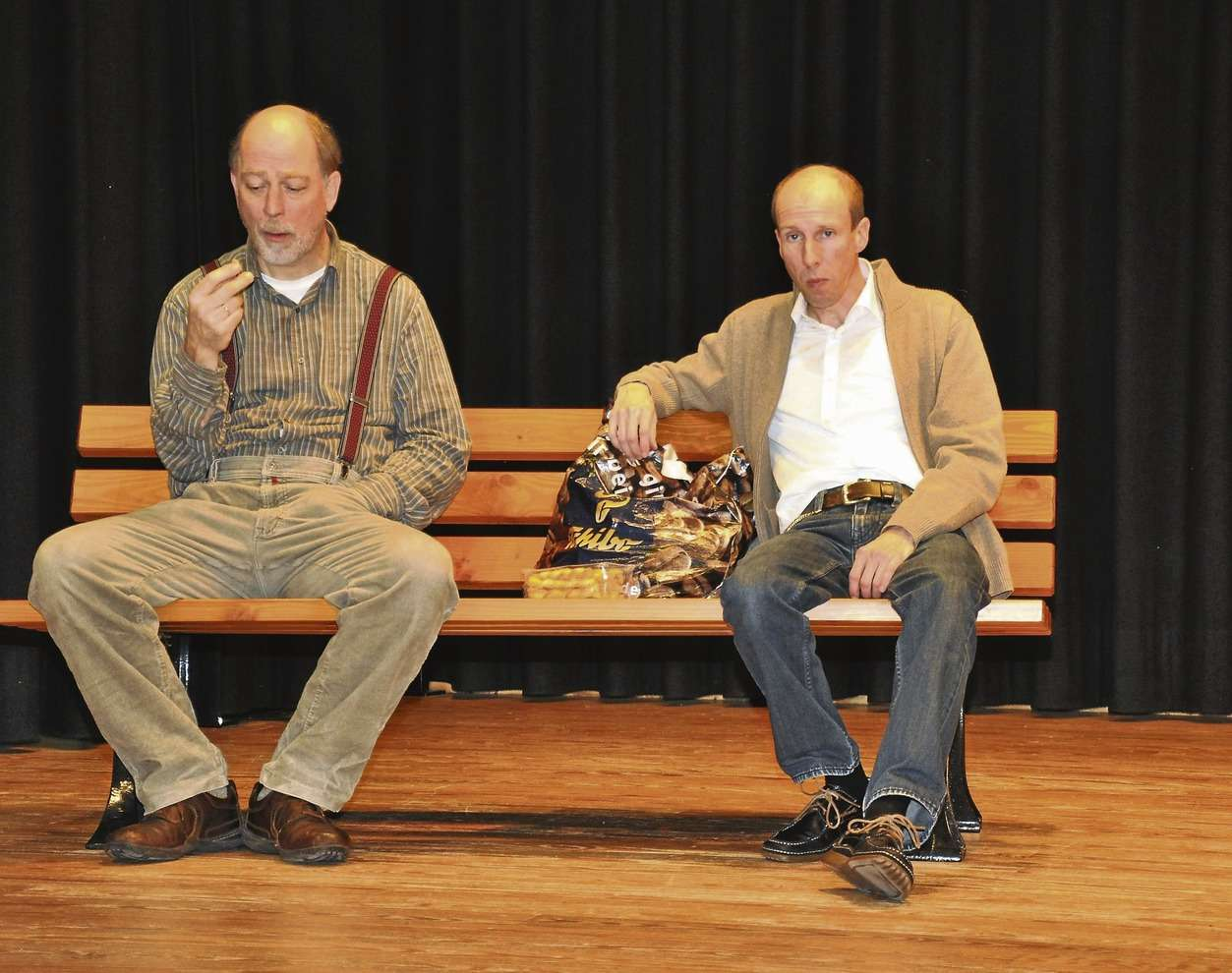 Der Text sitzt bereits, die Darsteller auch: Uwe Goldschmidt (links) und Andreas Winterhalter proben für ihr Stück. Die ersten Aufführungen sind im März. Der Kartenverkauf hat begonnen.