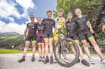 Radsportteam Connected erradelt 3400 Euro für den Hospizverein