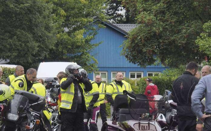 Biker und Menschen mit Behinderung unternahmen eine Tour.