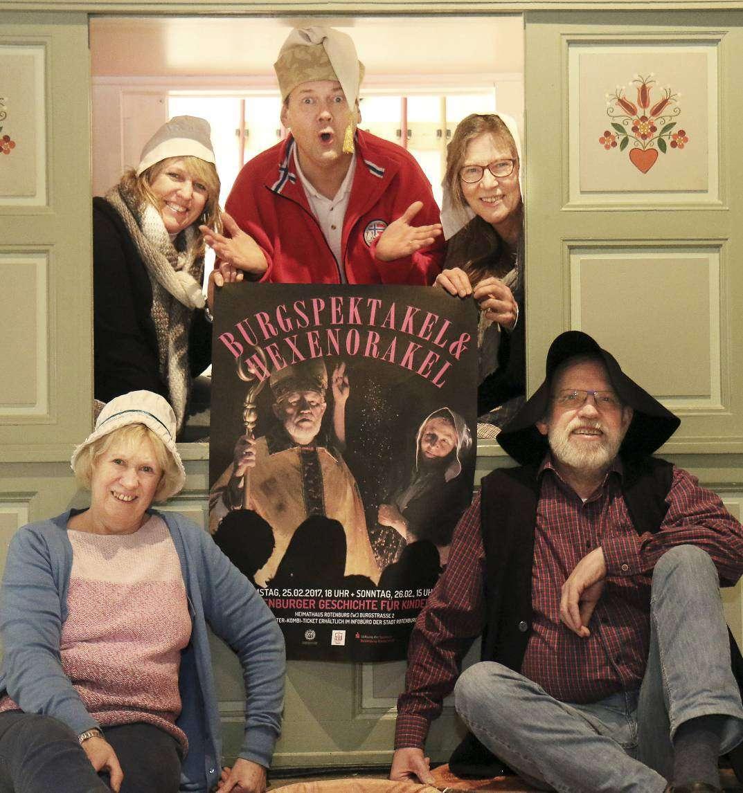 Hanna Tamke (von links), Angelika Pütz, Niels Kruse, Almuth Quehl und Joachim Jessat wollen Geschichte für Kinder greifbar machen.