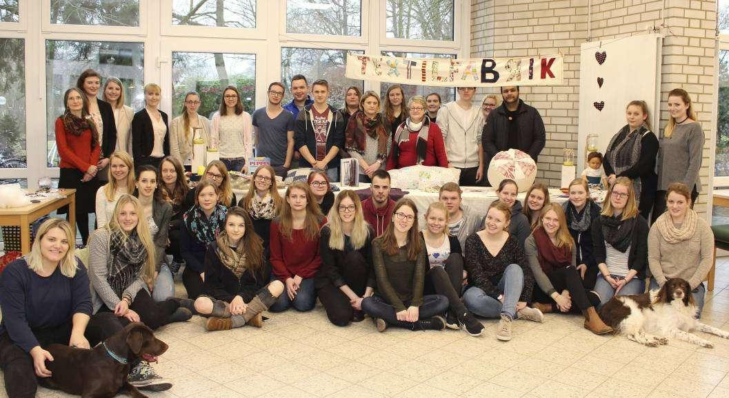 Die Schüler der Kurse FSP O1 und FSP O2 mit Lehrkraft Petra Gieseking (hinten links).
