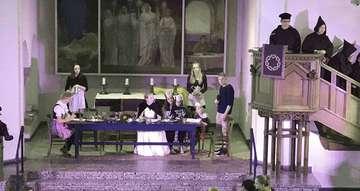 Akteure spielen Der kleine Luther in der Kirche Zum Guten Hirten