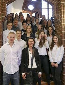 Ausstellung von Schülern mit Stiftung Opferhilfe und Weißem Ring