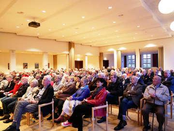 150 Zuhörer bei Diskussion um Umbenennung des Buhrfeindhauses  Von Karen Bennecke