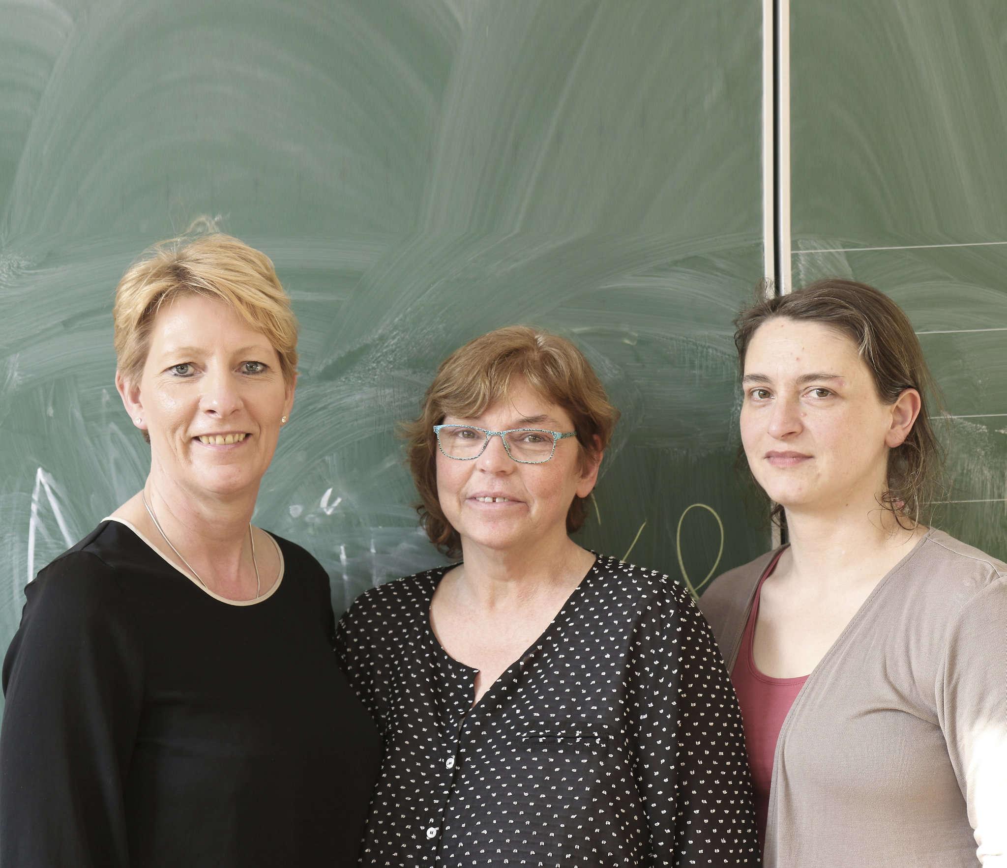 Elternsratsvorsitzende Linda Falkenberg (von links), Schulleiterin Susanne Enders und Iris Friedrich-Klinger, Vorsitzende des Fördervereins, wünschen sich mehr engagierte Eltern.