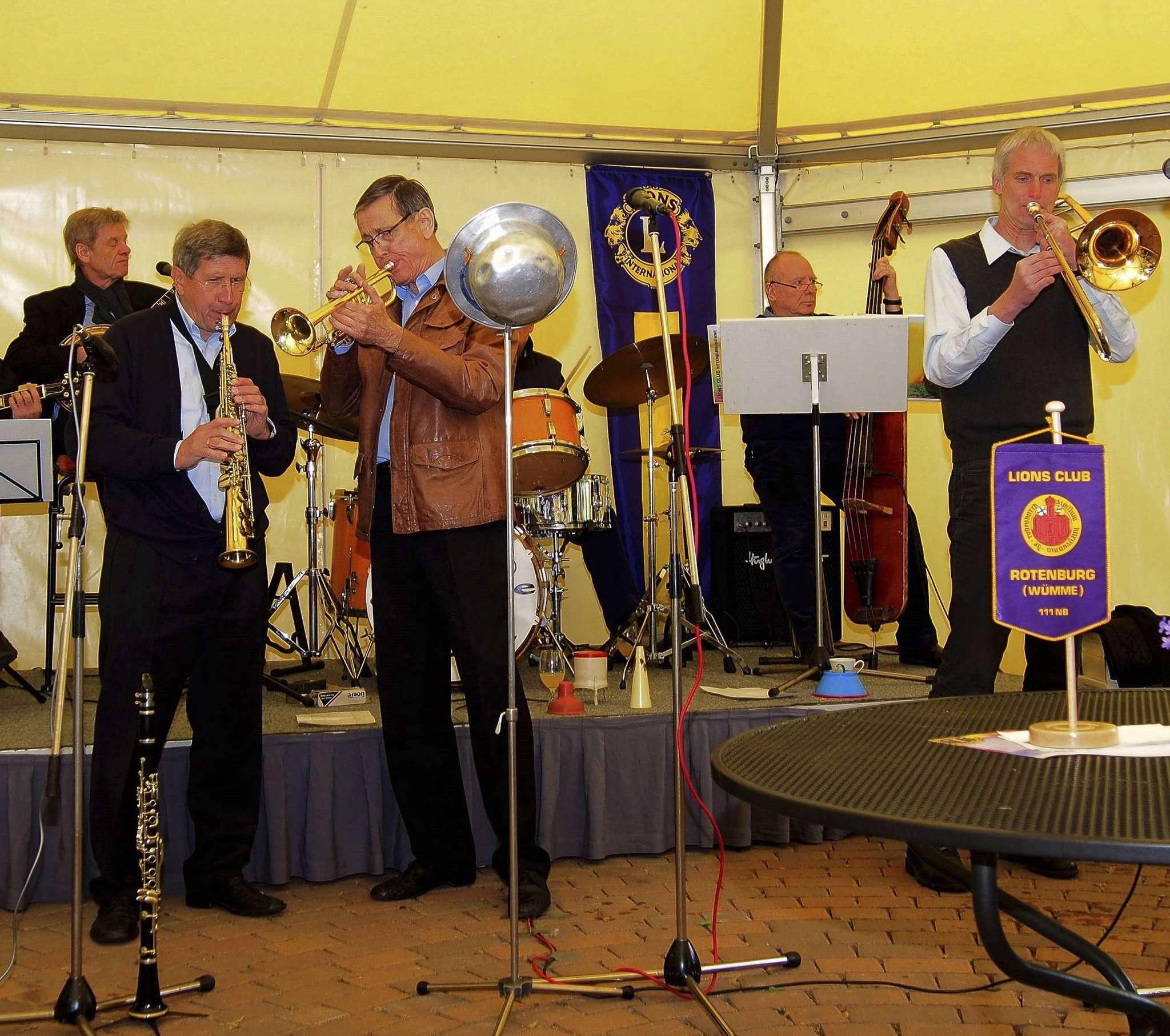 Die Titus-Oldtime-Jazzband Hannover spielt am Pfingstmontag, 5. Juni, ab 11 Uhr im Lansdhausgarten des Hotels Wachtelhof.