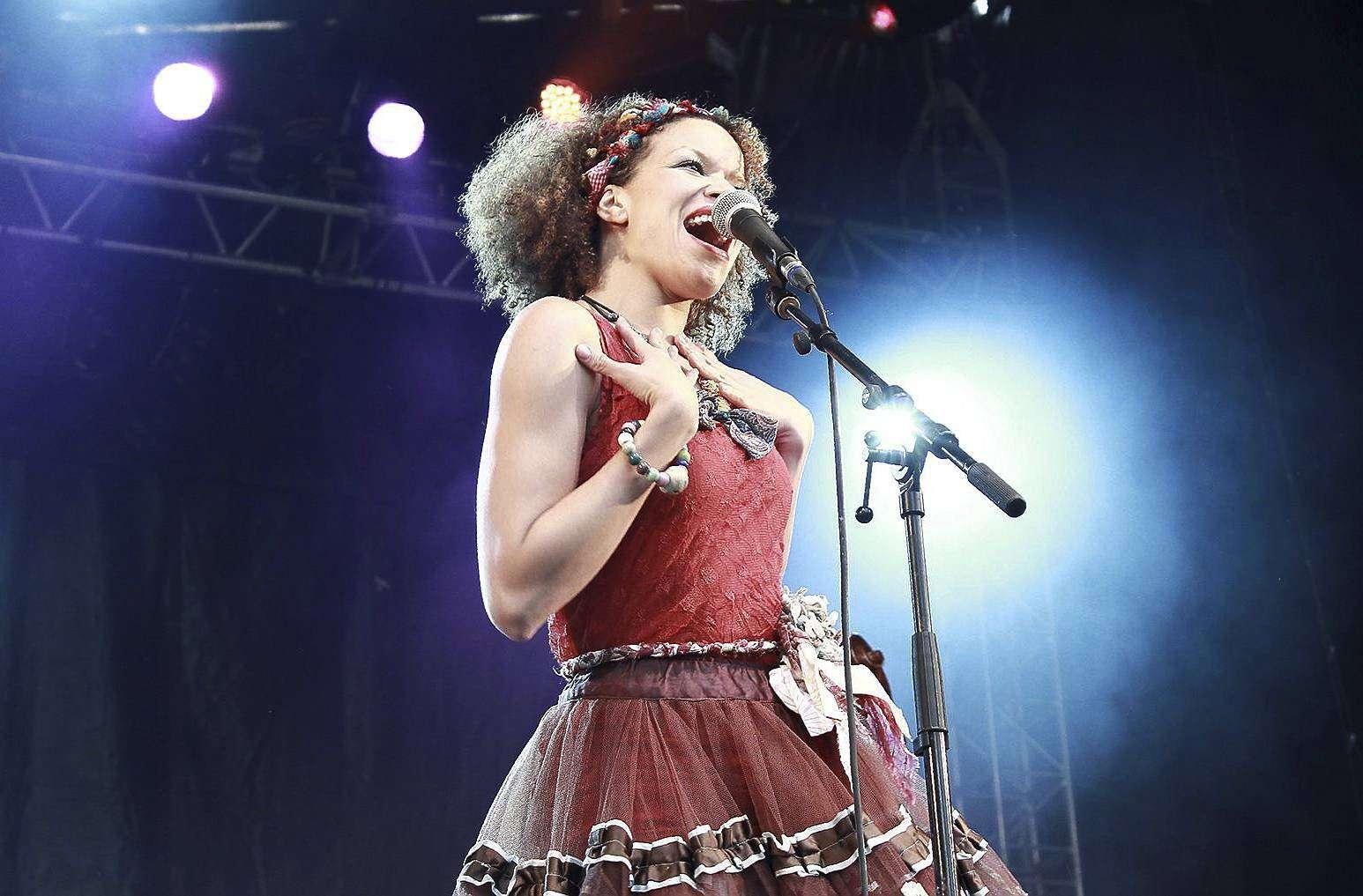 Sängerin Nicolle Rochelle tritt mit ihrer Band Ginkgoa bei der Kulinarischen Nacht auf.