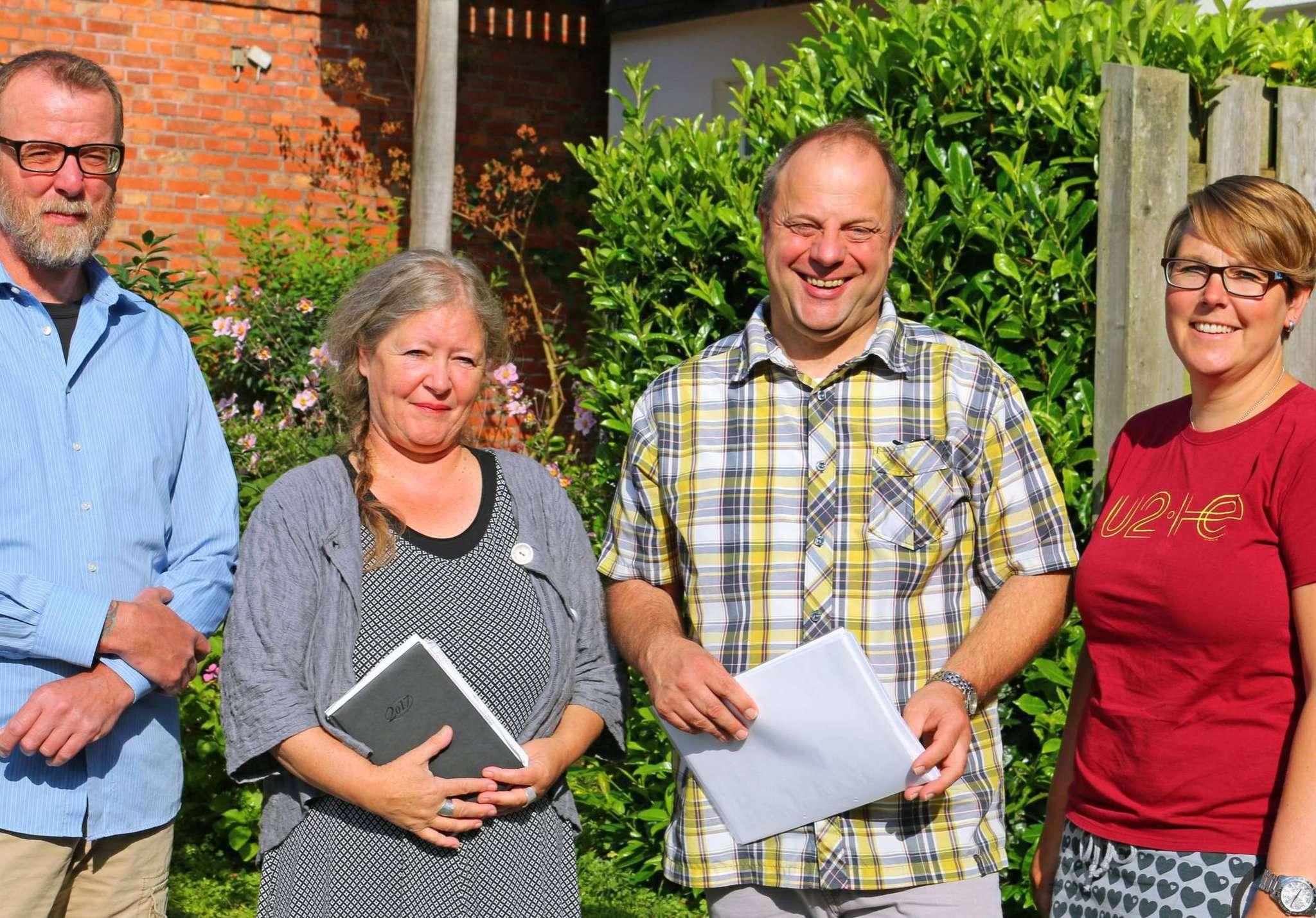 Mariska Jaletzky und Martin Schwarz-Lübben (von rechts) sowie Ole Asmussen und Maren Bowe-Bömeke bereiten die Veranstaltung vor.