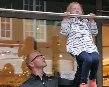 4570 Klimmzüge reichen für neue Turnbar an Rotenburger IGS  Von Janila Dierks