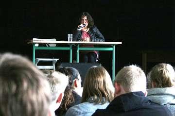 Freya Klier spricht vor Schülern